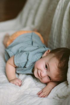 Peak a boo! | Baby Photos | Kid Photos | Family Lifestyle Photo | Cozy Photo Session