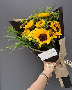 How To Wrap Flowers, Hand Flowers, Fresh Flowers, Beautiful Flowers, Bouquet Wrap, Hand Bouquet, Sunflower Bouquets, Floral Bouquets, Graduation Bouquet