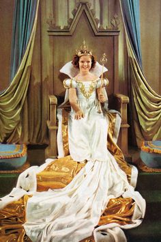 """Shirley Temple - """"The Little Princess"""" - Costume designer : Gwen Wakeling Vintage Hollywood, Classic Hollywood, Hollywood Style, Hollywood Icons, Hollywood Glamour, Hollywood Actresses, Temple Movie, Actrices Hollywood, Child Actresses"""