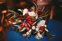 """Свадебный букет насыщенных цветов. Организация свадеб студия """"Свадебная Церемония"""" #свадьба #свадебныйбукет #свадебнаяцеремония #флористика #марсала #цветы #свадебнаяфлористика #букетневесты #wedding #weddingbouquet #weddingday #flowers"""
