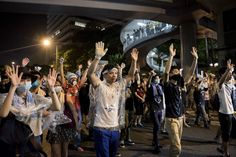 "Hong Kong's protesters are using the same ""hands up, don't shoot"" gesture used in Ferguson - Vox"