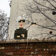 Shared by elenaplatonovaoninsta #spaceinvader #unas (o) http://ift.tt/1WHYKgs Andy and the Space Invader are ready for the spring to come! #andywarhol #nycspring  #nyc #lowereastside #les #warhol #warholwig #iloveny #streetart #contemporaryart #newyork #springisintheair