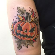 30 Pumpkin Tattoos To Celebrate Autumn and Halloween - Emma Lee home Dream Tattoos, Future Tattoos, Love Tattoos, Crazy Tattoos, Hair Tattoos, Body Art Tattoos, Tatoos, Herbst Tattoo, Pumpkin Tattoo