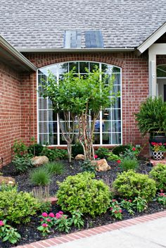 Dimples and Tangles: FRONT YARD LANDSCAPING... Beautiful curb appeal with this front garden.