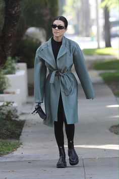 Kourtney Kardashian Street Style in a Round Black Leather Ankle Boots Out And About in Calabasas, Autumn Winter Kourtney Kardashian Diet, Estilo Kardashian, Kardashian Style, Black Leather Ankle Boots, Black Boots, Edgy Outfits, Celebrity Style, Winter Fashion, Daily Fashion