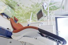 www.dental-club.ch Designaward für die schönste Zahnarztpraxis 2013 #Zahnarzt #Schweiz #Zahnersatz #Zahnimplantate #Implantate #Steinhausen #Zug #ZahnarztSchweiz Dental Design, Dental Implants, Switzerland, Health Care, Club, Interior Design, Furniture, Clinic, Architects