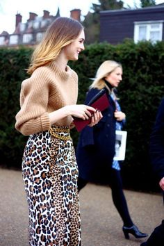 Photos: Street Style: London Fashion Week Its leopard, baby! Fashion Photo, Love Fashion, Womens Fashion, Fashion Trends, Net Fashion, Street Fashion, Looks Style, Style Me, Look Chic