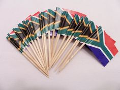 20 South African flag party picks hors by SparkleandComfort Africa Theme Party, African Party Theme, Africa Tribes, Africa Flag, Africa Mission Trip, South African Flag, African Christmas, International Flags, South African Weddings