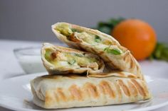 Quick and Easy Chicken Burritos. These Burritos are so Easy to make Quick Simple and delicious! Can be made ahead of time and refrigerated! Food Porn, Chicken Burritos, Cooking Recipes, Healthy Recipes, Healthy Fats, Easy Chicken Recipes, Mexican Food Recipes, Food And Drink, Cupcakes