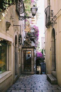 Romantikus utca, Szicília