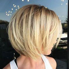 Blonde Layered Bob For Fine Hair frisuren frauen frisuren männer hair hair styles hair women Stacked Bob Hairstyles, Feathered Hairstyles, Hairstyles Haircuts, Cool Hairstyles, Wedding Hairstyles, Medium Hairstyles, Hairstyle Ideas, Men's Hairstyle, Braided Hairstyles
