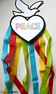 Beautiful Peace Craft: So Easy and Inspirational! Teach kids about peace in the classroom and create this FREE dove peace foldable writing craft for Remembrance Day, Veteran's Day, MLK Day, International Peace Day. Remembrance Day Activities, Remembrance Day Poppy, Remembrance Day Pictures, Peace Art, Peace Dove, Bible Crafts For Kids, Preschool Crafts, Kids Bible, Children's Bible