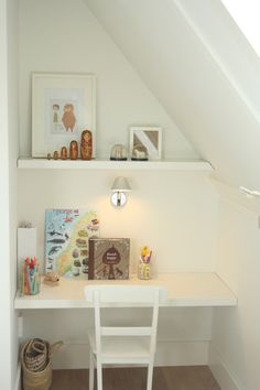 great, simple desk area for even the trickiest little space
