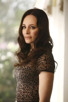 Madeleine Stowe in Revenge - Doubt Classic Actresses, Hollywood Actresses, Beautiful Actresses, Emily Thorne, Madeleine Stowe, Victoria Grayson, Black Dress Red Carpet, Roselyn Sanchez, Michelle Trachtenberg