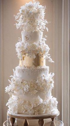 Extravagant Wedding Cakes, Fancy Wedding Cakes, Luxury Wedding Cake, Amazing Wedding Cakes, Wedding Cake Designs, Wedding Ideas, Wedding Hall Decorations, Wedding Reception Backdrop, Beautiful Cake Designs