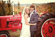 Thomas rhett and his beautiful wife Lauren at there wedding in 2012