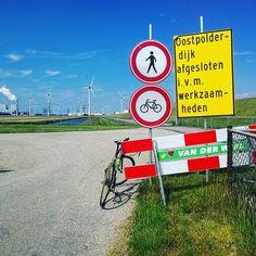 Het was een hele mooie dag/middag vandaag (6 juli 2017). #Vanmiddag heb ik daarom even een stukkie gefietst met mijn #fiets. Samen kwamen we o.a. door de #Eemshaven waar we op een gegeven moment niet verder konden... Dus moesten we keren en zo gingen we via #Spijk en #Godlinze weer naar huis. De gehele rit had uiteindelijk een afstand van ruim 50 km. Nu even @rtvnoord kijken daarna naar @rtvdrenthe en dan straks een kop thee pakken met een dikke vette koek erbij natuurlijk  Bekijk ook een de…