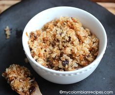 Arroz con Coco Titoté (Rice with Coconut and Raisins). Our friend made this for us and it was very good! Latin American Food, Latin Food, Colombian Cuisine, Colombian Recipes, Colombian Dishes, Rice Side Dishes, Food Dishes, Kitchen Recipes, Cooking Recipes