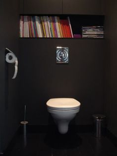 Modern and minimalist. This powder room allows reading material to be the color accents. Small Dark Bathroom, Dark Bathrooms, Wc Decoration, Black Toilet, Magazine Storage, Interior Styling, Interior Design, Downstairs Toilet, Eclectic Design