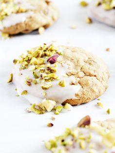 Iced pistachio oatme