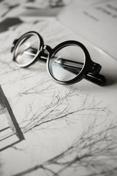 Glasses Style, Mens Glasses, Monocles, Philip Johnson, Round Eyes, Fashion Eye Glasses, Jumma Mubarak, Glasses Frames, Glasgow