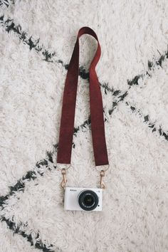 Here are three movie inspired crafts from the Woody Allen film Annie Hall Diy Camera Strap, Leather Camera Strap, What To Sell, How To Make, Crafts For Kids, Diy Crafts, Movie Collection, Some Girls, Holiday Crafts