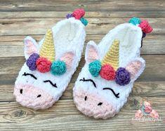 Discover thousands of images about Unicorn slippers Womens gift Crochet socks Slipper socks Crochet Baby Boots, Baby Afghan Crochet, Crochet Slippers, Irish Crochet, Crochet Christmas Decorations, Christmas Gifts, Kids Slippers, Womens Slippers, Crochet Scarf Easy