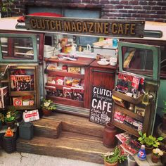 Awesome Miniature Local store/cafe by Diorama Dreams Miniature Houses, Miniature Dolls, Industrial Tabletop, Minis, Miniature Calendar, Model Train Layouts, Model Building, Miniture Things, Classic Toys