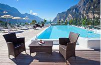 Pool des Hotels Kristal Palace am Gardasee Riva Del Garda, Lake Hotel, Hotel Apartment, Apartments, Holiday Hotel, Hotels, Lake Garda, Outdoor Furniture Sets, Outdoor Decor