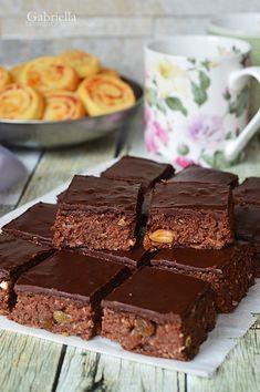Csokoládés diós-mogyorós kocka - sütés nélkül Food And Drink, Sweets, Dios, Gummi Candy, Candy, Goodies, Treats, Deserts
