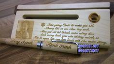 Bút gỗ yêu thương, bút gỗ mừng giáng sinh an lành. Chạm khắc tinh tế đến từng chi tiết nhỏ.  Đẹp độc đáo và đáng đề làm quà tặng. Liên hệ Dương bút gỗ nhé 0909 331 407 - 0966 873 857