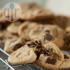 Amazing Soft and Chewy Chocolate Chip Cookies (choclate chip cookie recipe easy) Choclate Chip Cookie Recipe, Best Choc Chip Cookies, Cookie Recipe Uk, Chewy Chocolate Chip Cookies, Chocolate Cookie Recipes, Easy Cookie Recipes, Biscuit Recipe, Sweet Recipes, Cookies Soft
