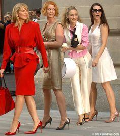 Carrie Bradshaw (Sarah Jessica Parker), Charlotte York (Kristin Davis), Miranda Hobbes (Cynthia Nixon) & Samantha Jones (Kim Cattrall)