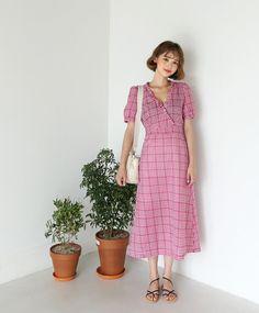 Vào những ngày mát trời, các nàng cứ diện váy dáng dài là chuẩn đẹp và dễ hút mọi ánh nhìn Korea Fashion, Dress Skirt, Street Style, Simple, Skirts, Korean Style, Vintage, Cloths, Outfits