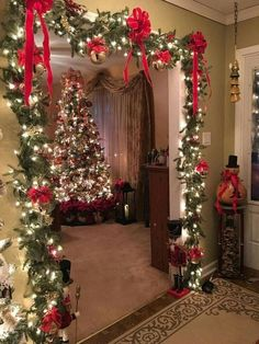 Are you searching for images for farmhouse christmas tree? Check this out for unique farmhouse christmas tree ideas. This farmhouse christmas tree ideas appears to be entirely excellent. Classy Christmas, Noel Christmas, Christmas Crafts, Natural Christmas, White Christmas, Christmas Budget, Christmas Ideas, Christmas 2019, Outdoor Christmas