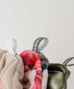 @HouseOfKlunkar posted to Instagram: Sachen outta House of Klunkar (#\\\#) Hello 80ies! Oh Yes – die Scrunchies sind wieder da. Das Must-Have-Haargummi aus den 80iger-Jahren erobert wieder alle Herzen. Darum gibt es von Indivisew supercute Scunchies aus unterschiedlichsten Stoffen. Und das sogar gleich im 3er-Set. Alle Scrunchies werden von Hand, mit viel Sorgfalt und Liebe von Textil-Artist Theresa Linher vom Label @Indivisew genäht. Die Haargummis sind in lim Instagram, Accessories, Love