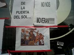 """Fecha: 19/5/11. Hora: 12.01. Tuit original: """"De la Puerta del Sol, ¡no nos moverán!' #acampadasol #nonosvamos""""."""