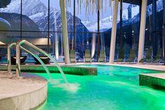 Struttura acquatica di riferimento per tutta la val di Fassa con l'impiego di materiali e soluzioni di alto pregio e prestazioni tecniche di eccellenza. Dettaglio interno zona piscina