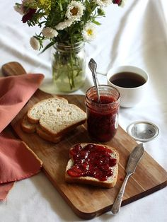 Strawberry and Rose Water Jam with Vanilla Bean - Completely Delicious - Food: Veggie tables Vegetable Drinks, Healthy Eating Tips, Healthy Nutrition, Aesthetic Food, Rose Water, Food Styling, Tapas, Food Photography, Food And Drink