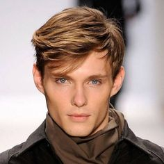 Short side swept and messy hairstyle for men