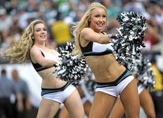 College Cheerleading, Cheerleading Uniforms, Football Cheerleaders, Philadelphia Eagles Cheerleaders, Professional Cheerleaders, Ice Girls, Cheer Pictures, Female Athletes, Sport Girl
