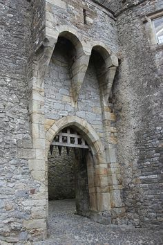 Fortified castle gate with murder holes above. Castle Gate, Castle Ruins, Chateau Medieval, Medieval Castle, Photo Chateau, Château Fort, Fantasy Castle, Marquise, Fortification