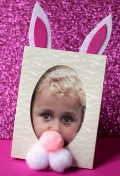 An Easter bunny photo craft!