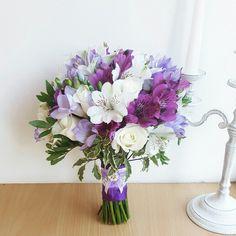 Purple Wedding Bouquets, Flower Bouquet Wedding, Floral Wedding, Lilac, Lavender, Love Flowers, Ultra Violet, Floral Arrangements, Marie