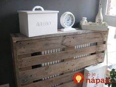 pallet als ombouw ra Pallet Crates, Wood Pallets, Wall Heater Cover, Diy Radiator Cover, Palette Deco, Wood Pallet Furniture, Recycled Pallets, Diy Interior, Diy Arts And Crafts