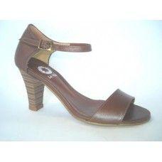 Sandália em couro Conhaque. La Vile Calçados em couro legítimo. Calçados que produzimos através de encomendas do nº 30 ao nº 33 www.lavile.com.br