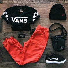 Ao usar uma peça neon é só combinar com preto que não tem erro! Cola na Ska que é garanta seu kit 💥 ⠀⠀⠀⠀⠀⠀⠀⠀ * Camiseta R$139,99… Cute Lazy Outfits, Swag Outfits For Girls, Cute Swag Outfits, Girls Fashion Clothes, Teen Fashion Outfits, Teenager Outfits, Mode Outfits, Retro Outfits, Stylish Outfits