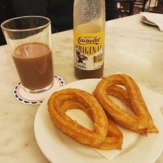 Cacaolat y churros - Granja M. Viader Barcelona Churros, Gonna Be Alright, Spanish Food, Little Things, Delish, Barcelona, Breakfast, Farmhouse, Morning Coffee
