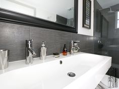 Renovation of a apartment located in the Art Deco distinctive district of Miami Beach. Bathroom.