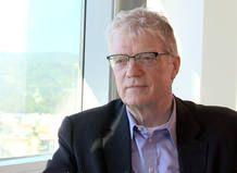 Todos tenemos la capacidad de ser creativos  Ken Robinson reclama en este capítulo de Redes la necesidad de que en nuestra sociedad existan entornos donde cada uno pueda encontrar la inspiración necesaria para desarrollar su creatividad.   La creatividad se aprende igual que se aprende a leer. Ken Robinson
